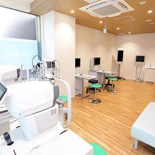 眼科専門医、形成外科専門医による治療