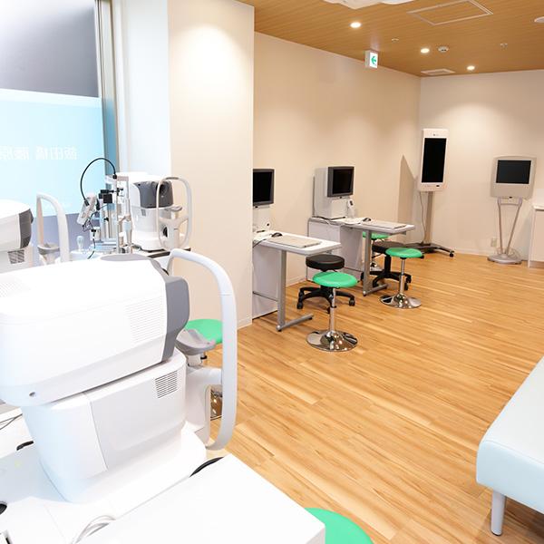 眼科専門医形成外科専門医による治療